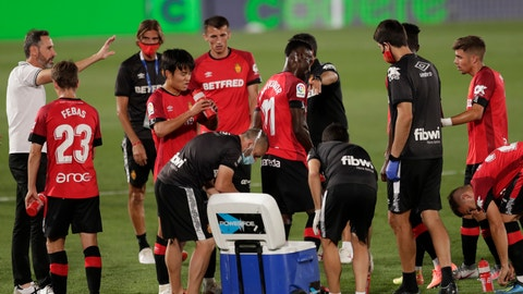 <p>               Mallorca's head coach Vicente Moreno, left, talks with his players during the Spanish La Liga soccer match between Real Madrid and Mallorca at Alfredo di Stefano stadium in Madrid, Spain, Wednesday, June 24, 2020. (AP Photo/Bernat Armangue)             </p>