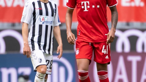 <p>               Munich's Chris Richards, right, and Freiburg's Changhoon Kwon from Freiburg are on the pitch during the German Bundesliga soccer match between Bayern Munich and SC Freiburg, Saturday, June 20, 2020. American defender Richards made his competitive debut for Bayern Munich, entering in the 84th minute of a 3-1 home win over Freiburg in the Bundesliga. (Sven Hoppe/dpa via AP)             </p>