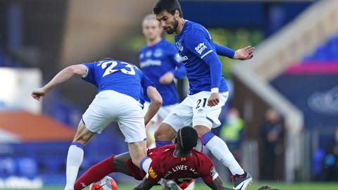 <p>               Everton's Seamus Coleman, left, and Everton's Andre Gomes challenge Liverpool's Sadio Mane during the English Premier League soccer match between Everton and Liverpool at Goodison Park in Liverpool, England, Sunday, June 21, 2020. (AP photo/Jon Super, Pool)             </p>
