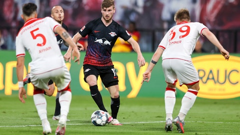 <p>               Leipzig's Timo Werner, center, controls the ball in front of Duesseldorf's Kaan Ayhan, left, and Jean Zimmer, right, during the German Bundesliga soccer match between RB Leipzig and Fortuna Duesseldorf in Leipzig, Germany, Wednesday, June 17. 2020. (Jan Woitas/Pool via AP)             </p>