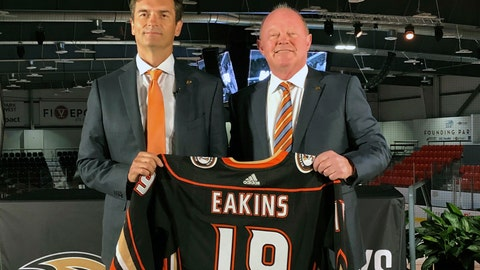 <p>               FILE - In this  Monday, June 17, 2019 file photo, Anaheim Ducks head coach Dallas Eakins, left, and general manager Bob Murray pose with a jersey at Great Park Ice in Irvine, Calif. General manager Bob Murray saw intermittent signs of progress from his young Ducks players and first-year coach Dallas Eakins while Anaheim missed the playoffs for the second consecutive season. (AP Photo/Greg Beacham, File)             </p>