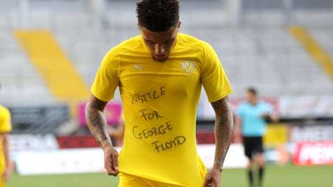 <p>               Jadon Sancho of Borussia Dortmund celebrates scoring his teams second goal of the game with a 'Justice for George Floyd' shirt during the German Bundesliga soccer match between SC Paderborn 07 and Borussia Dortmund at Benteler Arena in Paderborn, Germany, Sunday, May 31, 2020. Because of the coronavirus outbreak all soccer matches of the German Bundesliga take place without spectators. (Lars Baron/Pool via AP)             </p>
