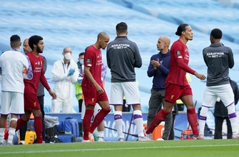 Liverpool gets guard of honor from dethroned champ Man City