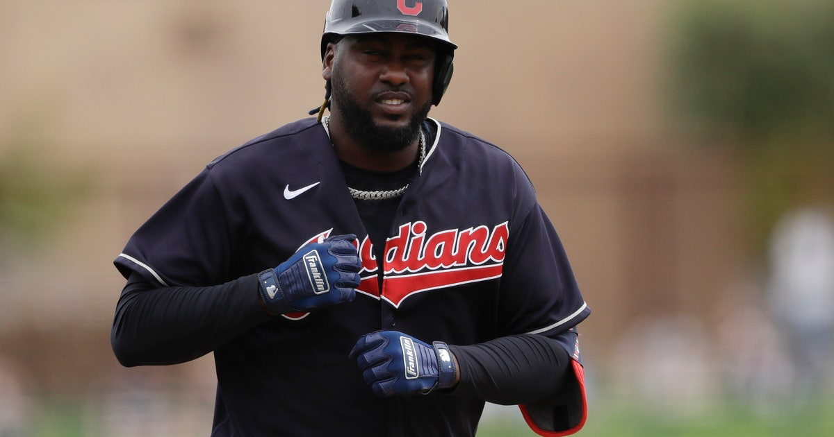 Judgment error: Indians' Reyes sorry for not wearing mask