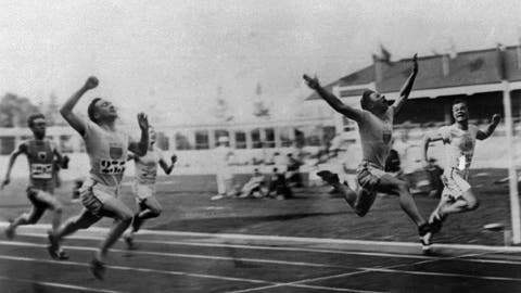 """<p>               FILE - In this 1920 file photo, Charles (Charley) Paddock, second from right, of the USA wins the 100 meters final with his famous """"flying finish"""" at the 1920 Summer Olympics in Antwerp, Belgium. Morris Kirksey, far right, of the USA was second, and Jackson Scholz of USA, left, was fourth. Third place Harry Edward not shown. (AP Photo/File)             </p>"""