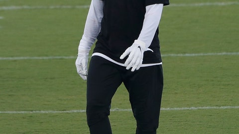 <p>               Atlanta Falcons running back Todd Gurley wears a protective face covering between drills during a strength and conditioning NFL football workout Monday, Aug. 3, 2020, in Flowery Branch, Ga. (AP Photo/John Bazemore, Pool)             </p>