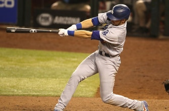 Gavin Lux's pair of home runs power Dodgers past D'Backs, 10-9, in wild extra-innings affair thumbnail