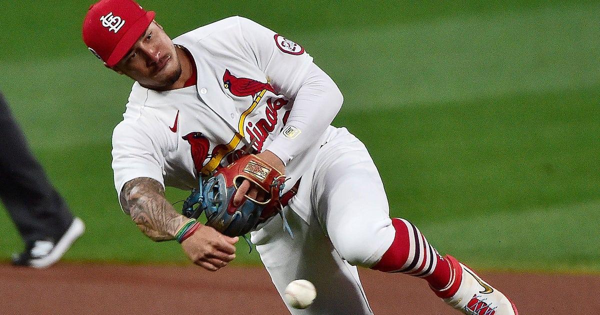 Wong becomes free agent as Cardinals decline option