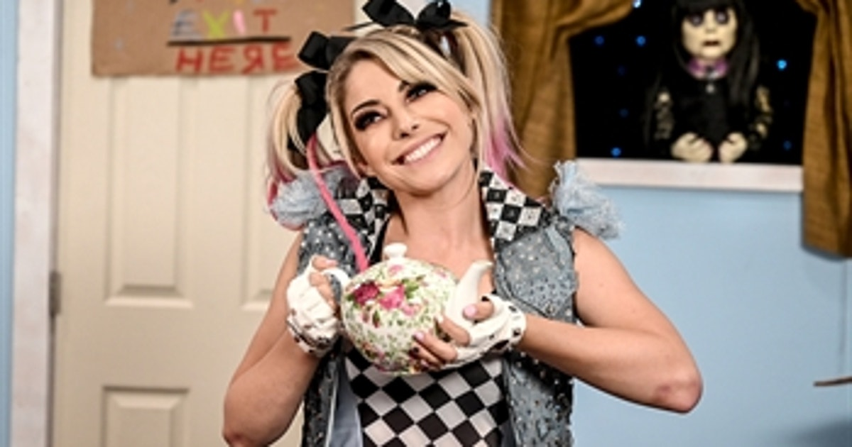 Alexa Bliss brings secret ingredient to The Firefly Fun House: Raw, Oct. 26, 2020 (VIDEO)