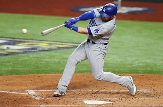 Max Muncy crushes solo homer to give Dodgers 4-2 lead over Rays in Game 5