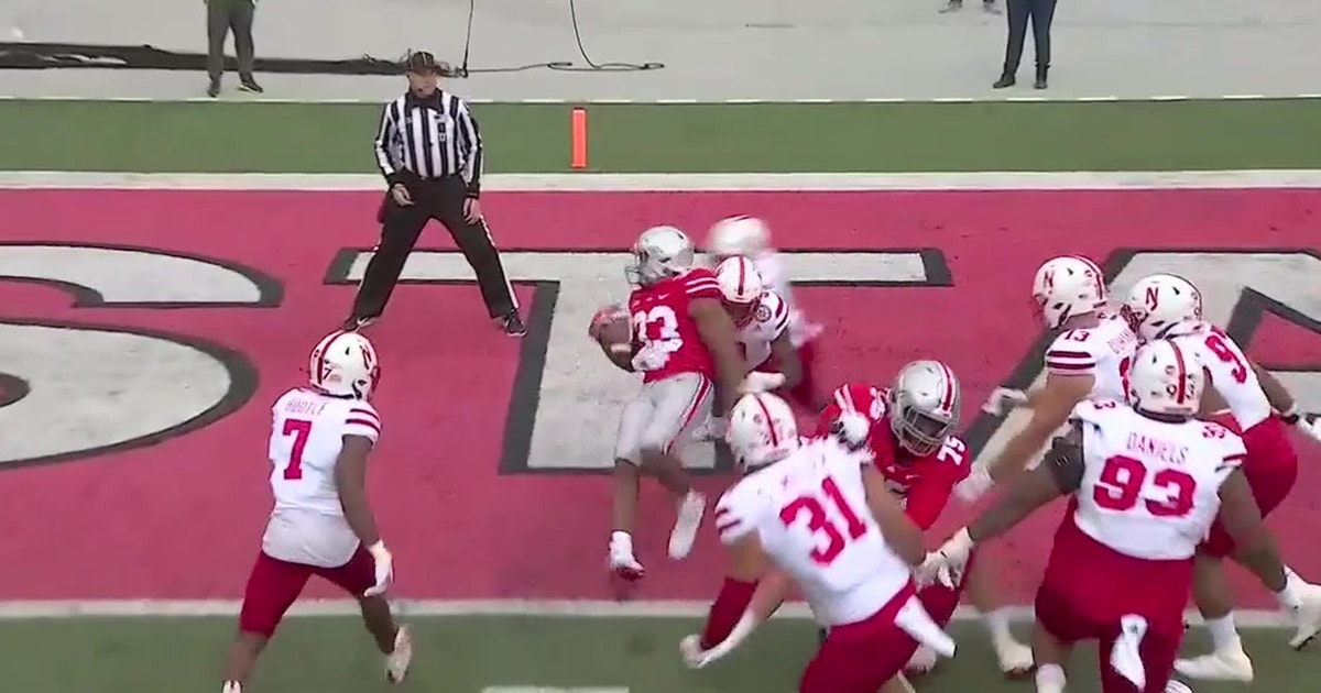 Master Teague barrels into the end zone to even score with Cornhuskers, 7-7