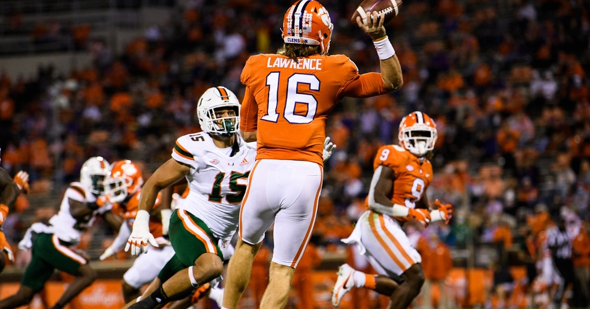 Lawrence, Etienne combine for five touchdowns in No. 1 Clemson's 42-17 rout vs. No. 7 Miami
