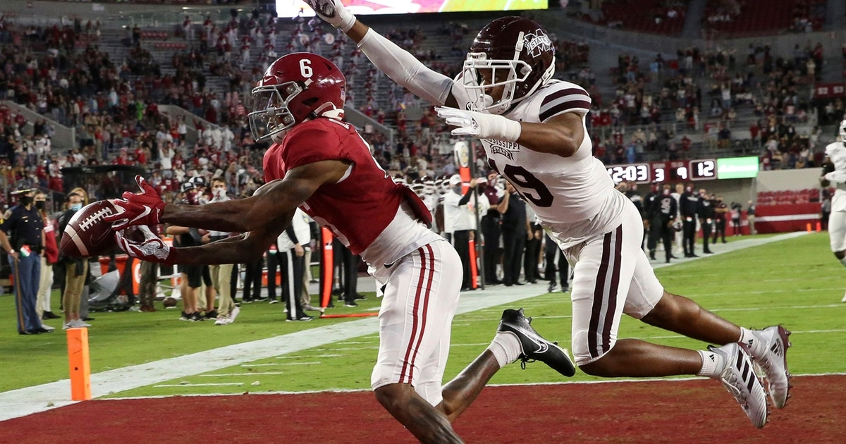 DeVonta Smith catches four touchdown passes, ties Amari Cooper for most in Alabama history