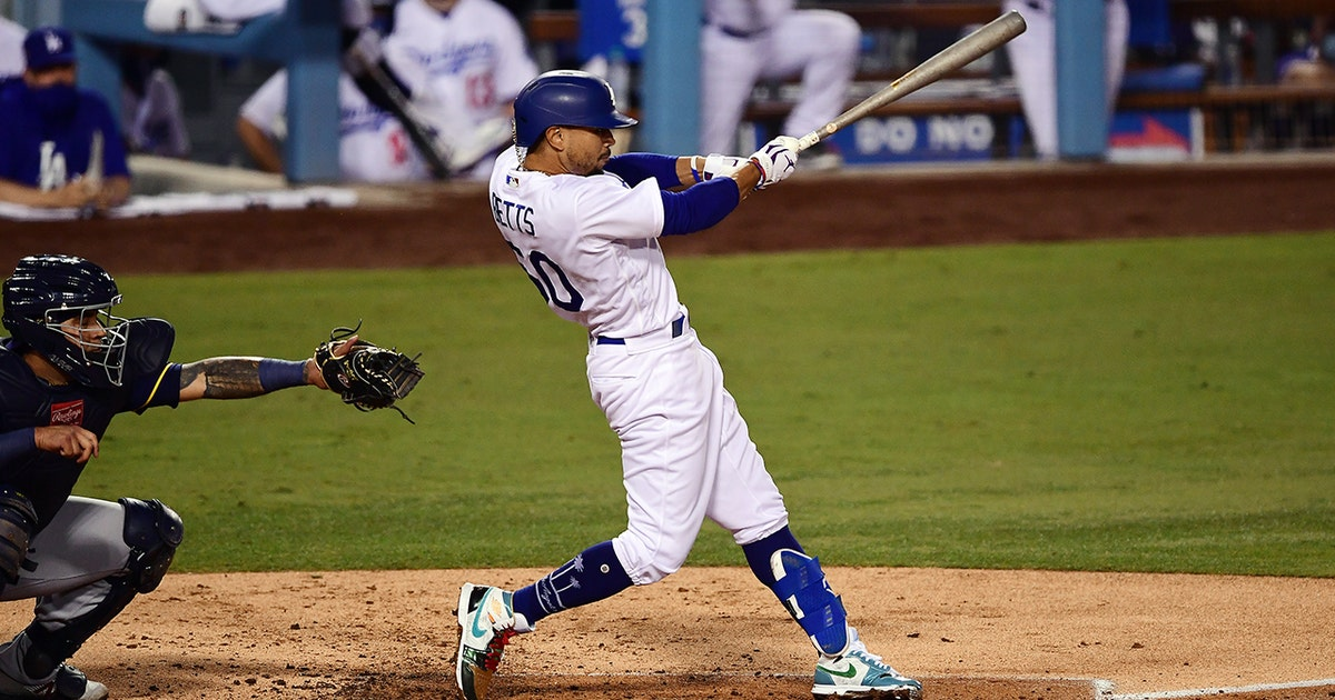 Mookie Betts' double plates a pair, Dodgers take 3-0 over Brewers