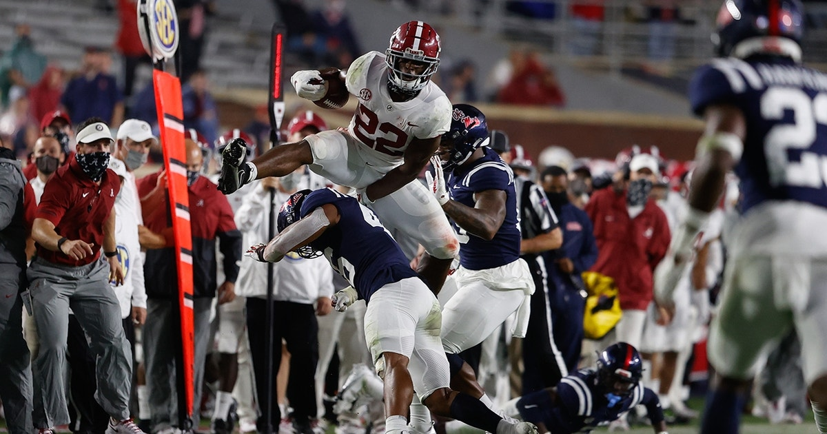Alabama's Najee Harris explodes for career-high 248 total yards, five touchdowns vs. Ole Miss