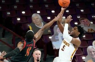 Gophers fall four spots to No. 21 in AP top-25 poll