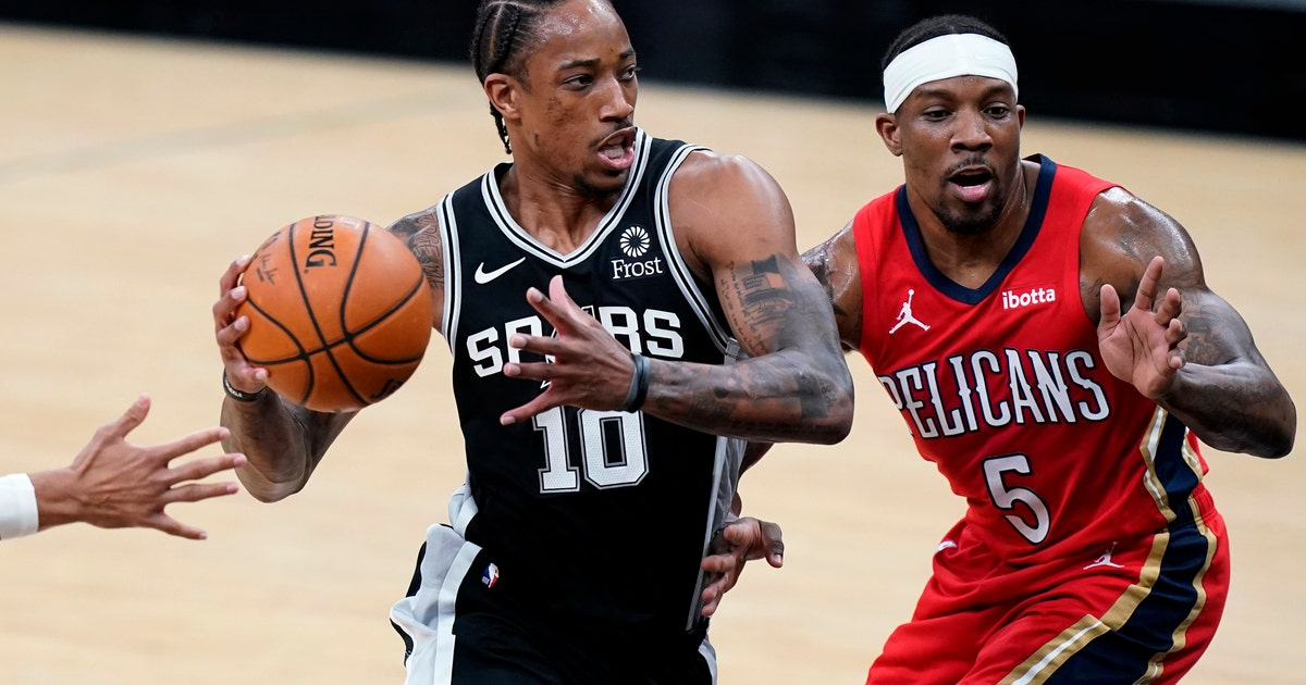 DeMar DeRozan has 32 points, 11 assists in Spurs' victory