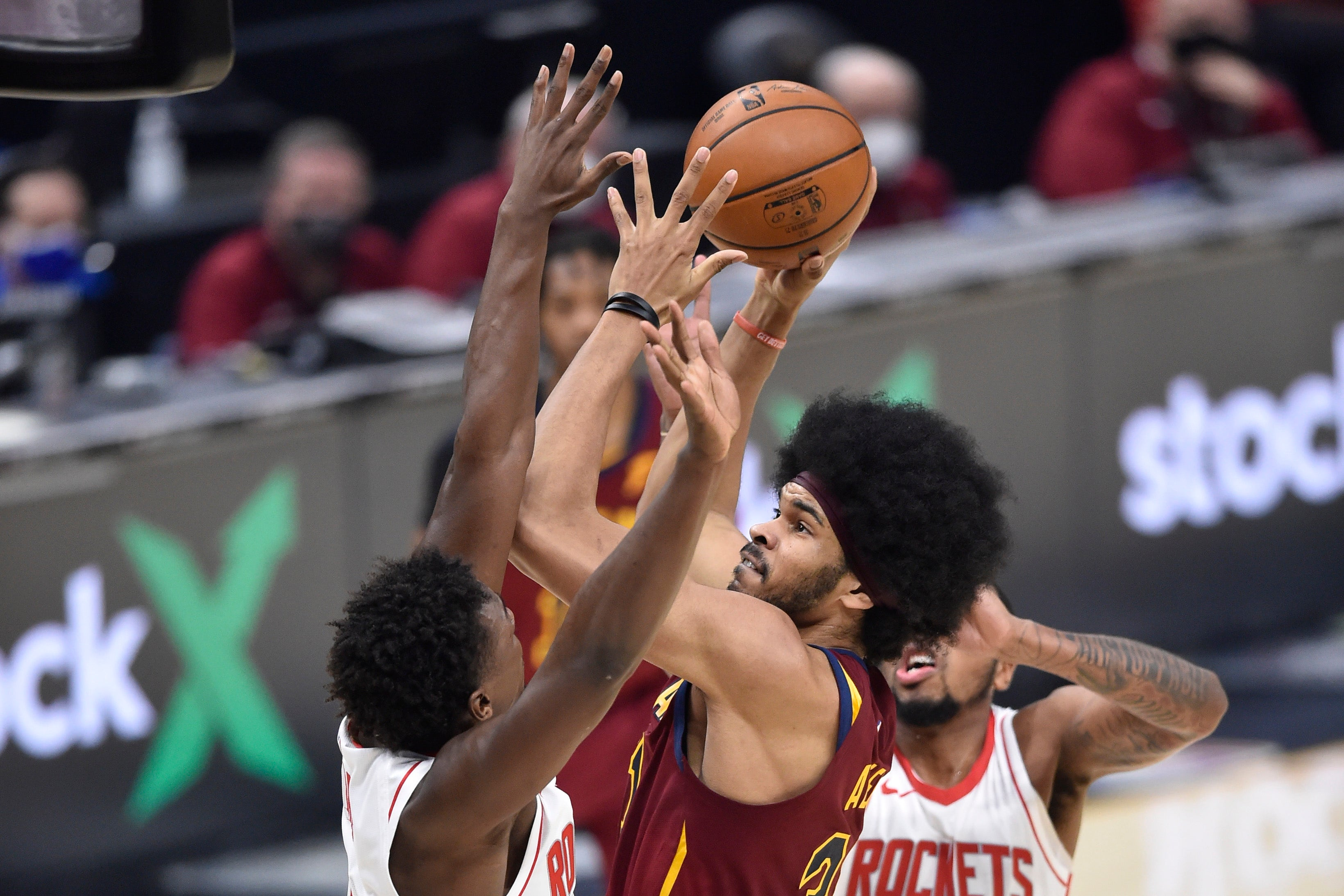 Allen ties career high with 26 points as Cavaliers roll over Rockets 112-96  | FOX Sports