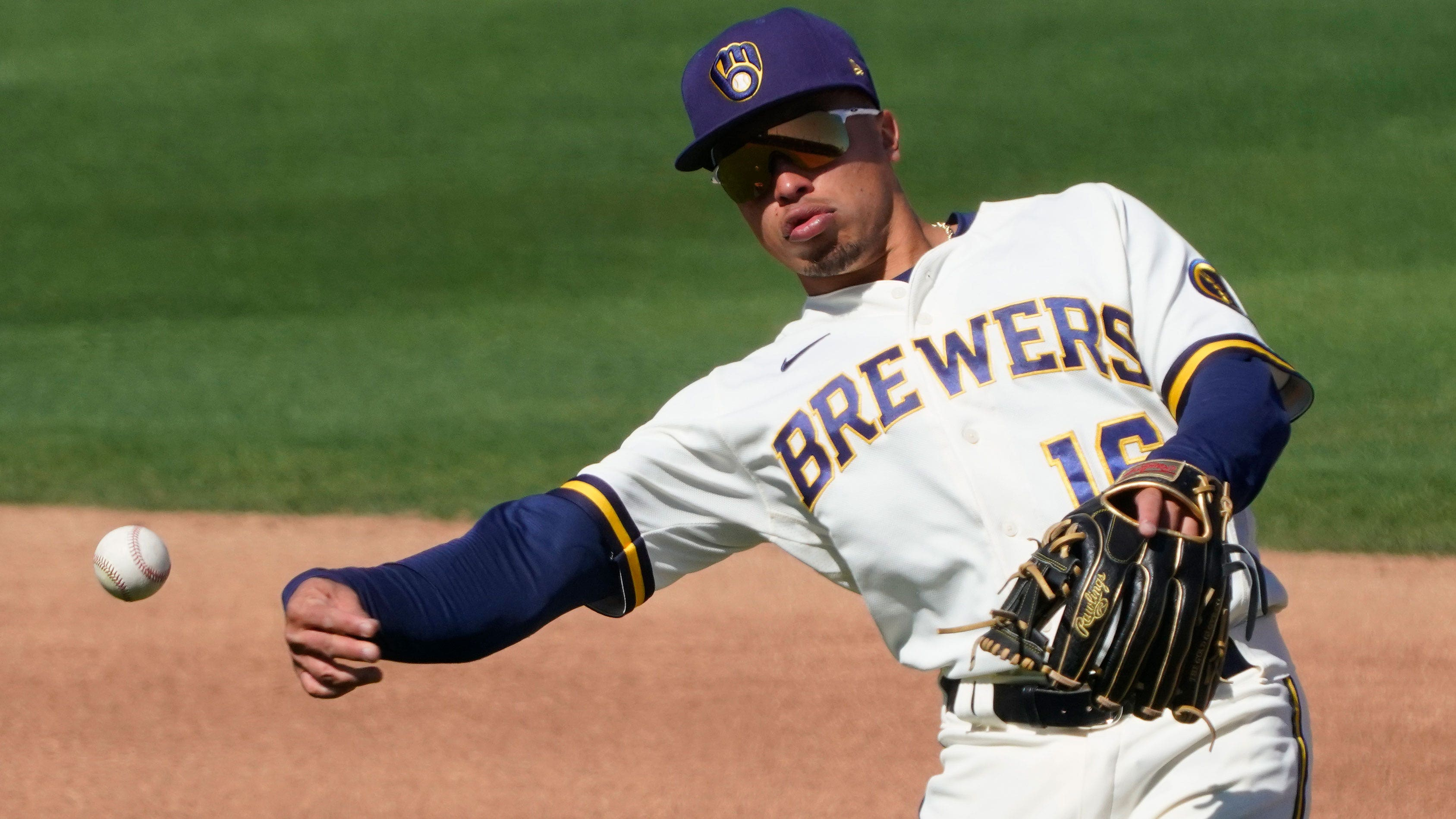 Newcomers Wong, Bradley add golden touch to Brewers defense   FOX Sports