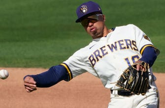 Brewers put Wong on injured list, recall Peterson thumbnail