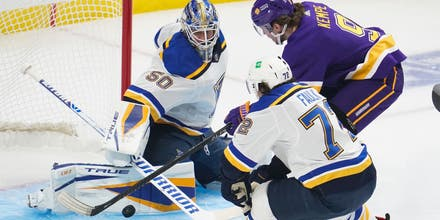 Blues struggle in first period of 4-1 loss to Kings