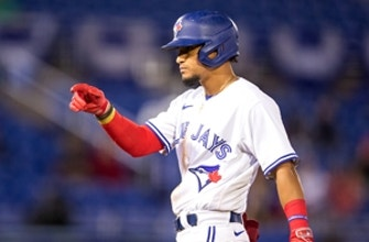 Blue Jays trounce Angels after lengthy rain delay, 15-1