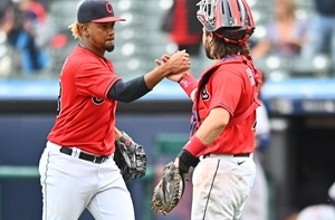 Indians complete series sweep of Tigers with 5-2 win thumbnail