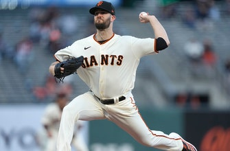 Alex Wood shines, Giants pile on against Rockies, win 7-3 thumbnail