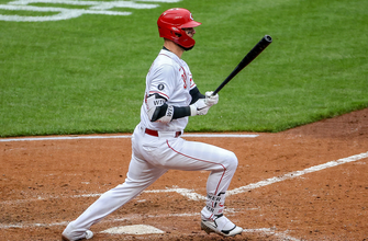 Jesse Winker's second homer of the night gives Reds 5-1 lead over Brewers