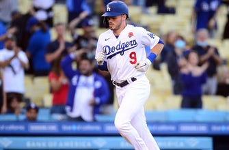 Gavin Lux clubs two homers as Dodgers beat Cardinals, 9-4 thumbnail