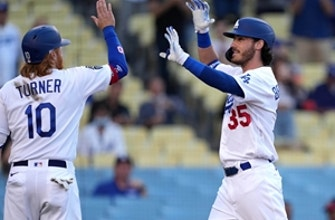 Dodgers score record 11 first-inning runs in 14-3 rout of Cardinals