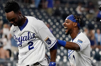Royals walk-off White Sox on RBI single by Michael Taylor, 3-2 thumbnail