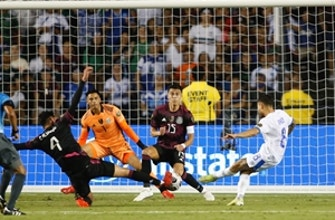 El Salvador proved itself as a contender even in loss to Mexico — Alexi Lalas, Maurice Edu
