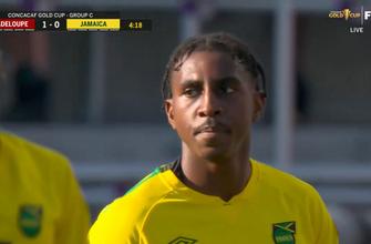 El gol en propia puerta de Amari'i Bell ayuda a Guadalupe a tomar la delantera por 1-0 ante Jamaica