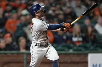 José Altuve swats two homers, drives in five runs in Astros' 9-6 win over Giants thumbnail
