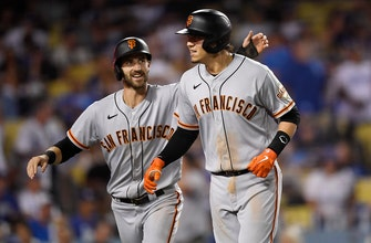 Giants rally for three runs in the ninth to stun rival Dodgers, win 4-2