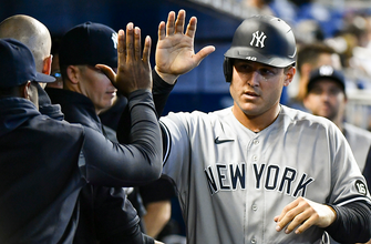Anthony Rizzo homers again, Yankees double up Marlins, 4-2 thumbnail
