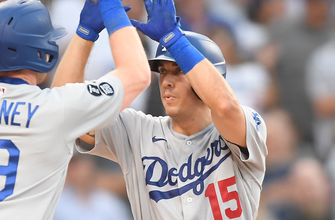 Austin Barnes, Dodgers defeat Padres in a 4-0 victory thumbnail