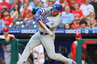 Corey Seager, Max Muncy hit homers as Dodgers cruise to 5-0 win over Phillies