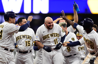 Rowdy Tellez's run-scoring single gives Brewers 2-1 walk-off win over Giants in extras thumbnail