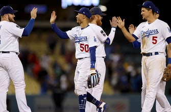 Dodgers clinch playoff berth with 8-4 win over Diamondbacks thumbnail