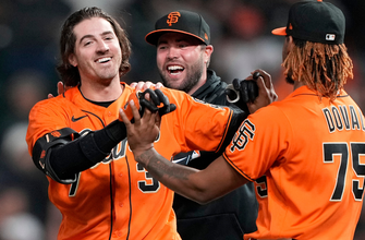 Kevin Gausman's sac fly the difference as Giants edge Braves, 6-5 thumbnail