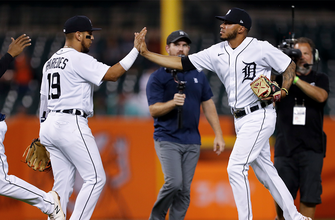 Harold Castro's eighth-inning RBI single lifts Tigers over White Sox, 4-3 thumbnail
