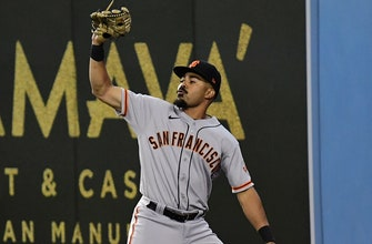 Lamonte Wade makes dazzling catch to get Giants out of bases-loaded jam thumbnail