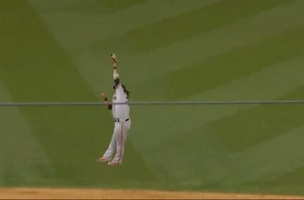 Brandon Crawford makes insane leaping catch to preserve Giants' 1-0 lead over Dodgers thumbnail