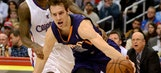 Dragic scores 26 points as hot Suns scorch Clippers