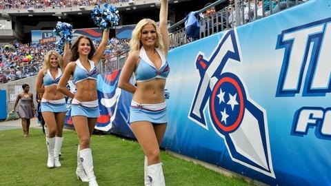 Titans cheerleaders