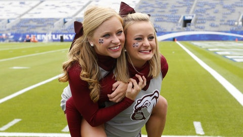 Mississippi State cheerleaders
