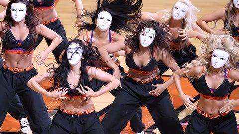 Suns dancers