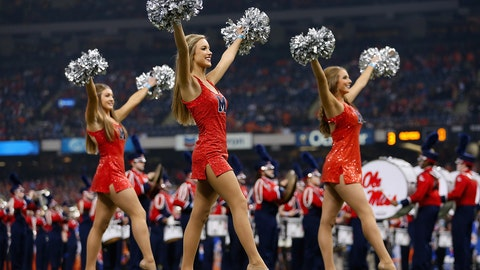 College football cheerleaders: Bowl season